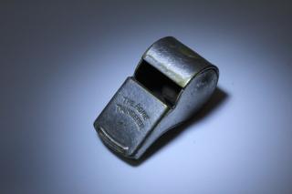 Whistle-2475470_1920