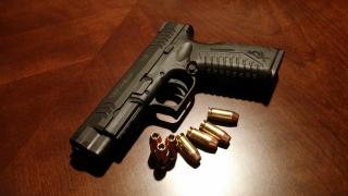 Handgun-231696_1920